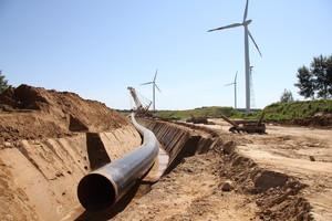Pipeline-Rohre im Graben (c) NLD